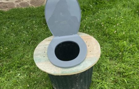 Comment fabriquer une assise de toilette sèche tout terrain?